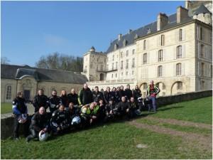 Groupe devant le chateau