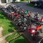 vue plongeante sur les motos